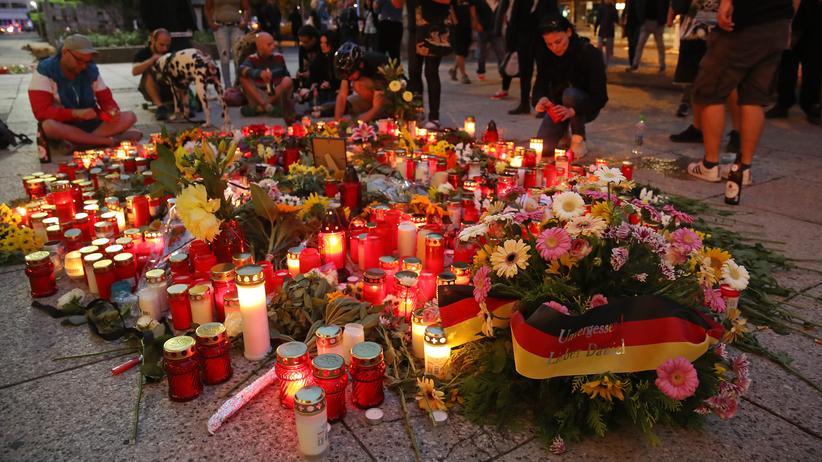 Chemnitz: Menschen in Chemnitz gedenken des getöteten 35-Jährigen.
