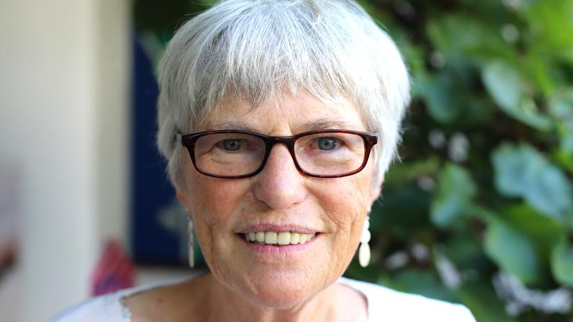 Christel Neudeck: Christel Neudeck wurde 1942 in Dinslaken in Nordrhein-Westfalen geboren. Sie studierte Sozialpädagogik. Für ihr Lebenswerk erhielten sie und ihr Mann 2016 den Erich-Fromm-Preis und den Staatspreis des Landes Nordrhein-Westfalen.