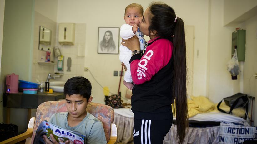 Krishma mit ihrem kleinsten Bruder Payman