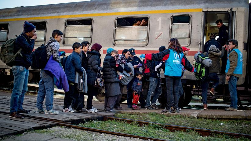Flüchtlingshilfe: Mitarbeiter des UNHCR helfen Flüchtlingen in Serbien.