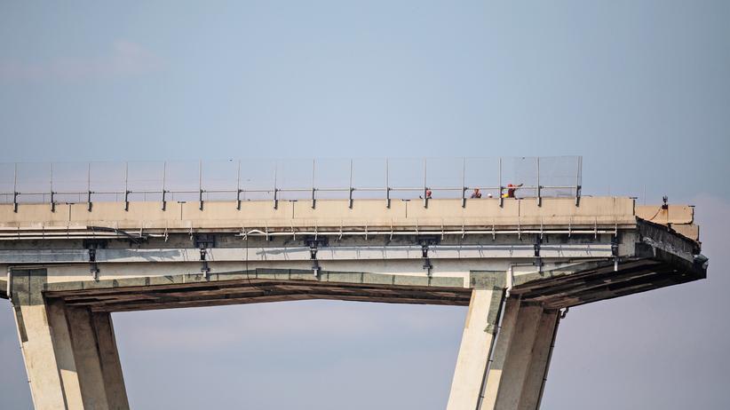 Brückeneinsturz: Westteil der Brücke in Genua einsturzgefährdet