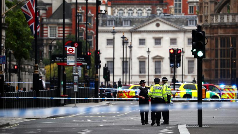 London: Autofahrer verletzt Passanten vor Parlamentsgebäude