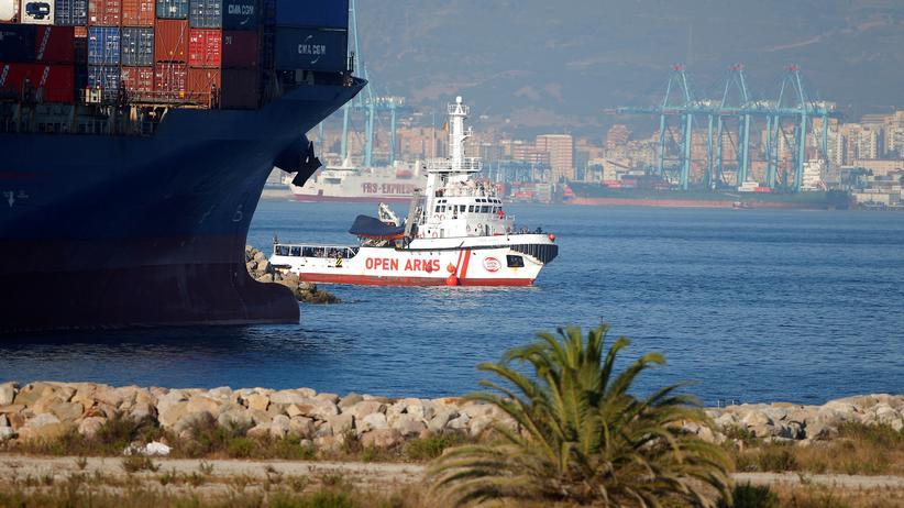 """Rettungsschiff: Die """"Open Arms"""" bei ihrer Ankunft"""