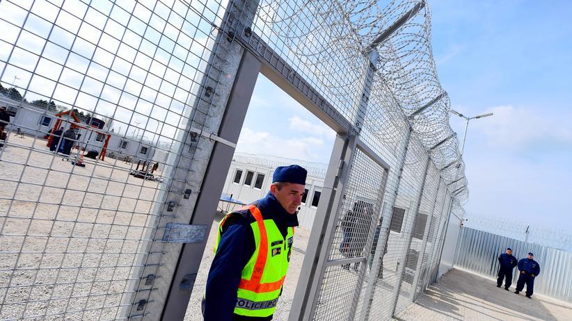 Ungarn: Im April 2017 wurde die Transitzone bei Tompa an der serbisch-ungarischen Grenze den Medien präsentiert.