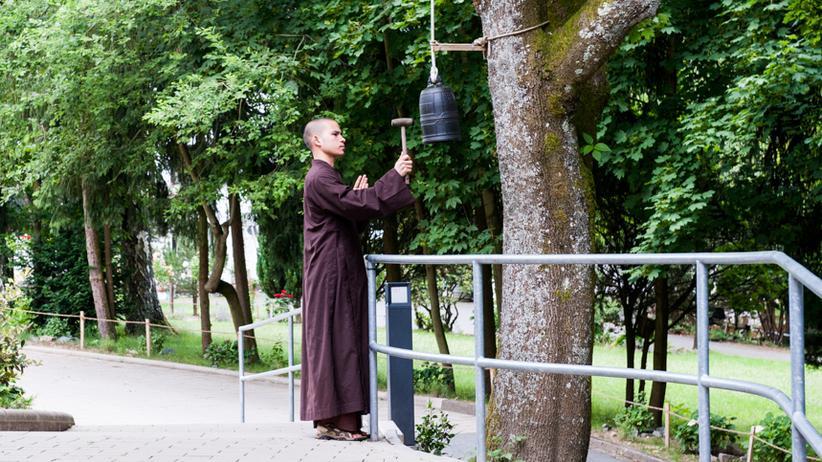 Buddhismus: Wenn das Handy klingelt: atmen. An der roten Ampel: atmen.
