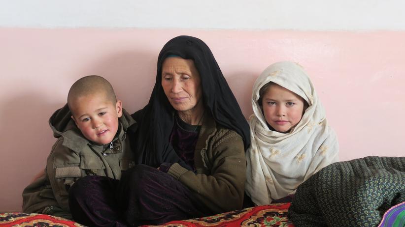 Afghanistan: Die Erlaubnis zu erhalten, eine Frau unverhüllt zu fotografieren, war vor 15 Jahren in Afghanistan praktisch unvorstellbar.