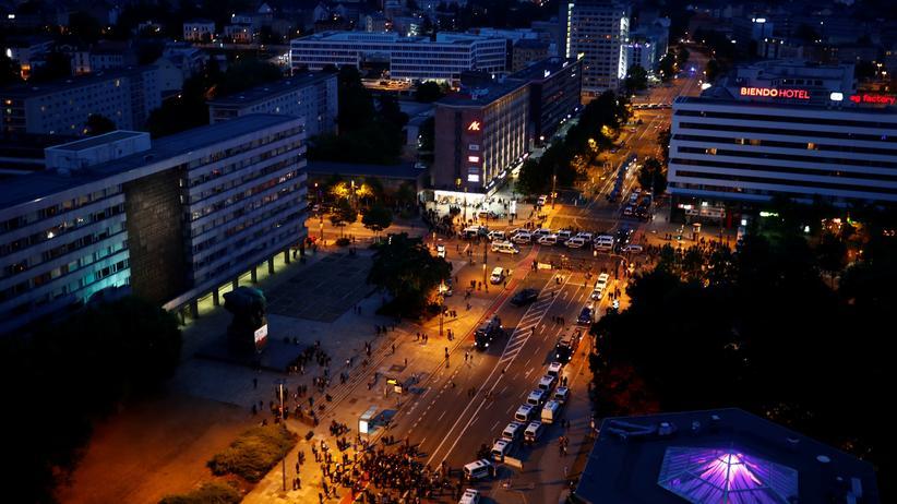 Kundgebungen in Chemnitz: Die Innenstadt von Chemnitz am Abend nach der Demonstration von AfD und Pro Chemnitz