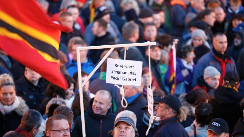 """Landgericht Hamburg: Sigmar Gabriels Klage gegen """"Pegida-Galgen"""" erfolgreich"""