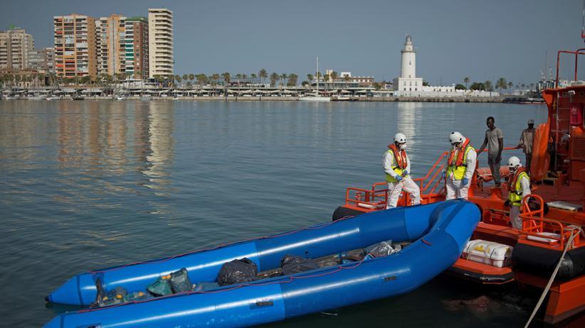 Mittelmeer: Fünf tote Migranten aus Boot geborgen