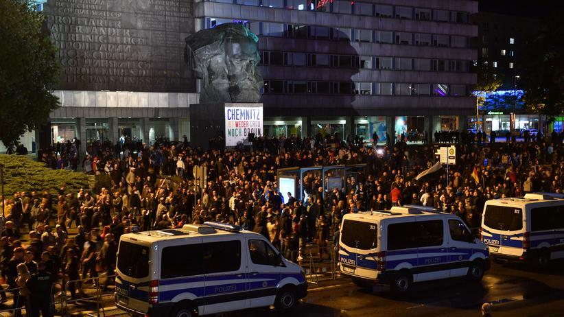 Chemnitz: Tausende Menschen demonstrieren friedlich