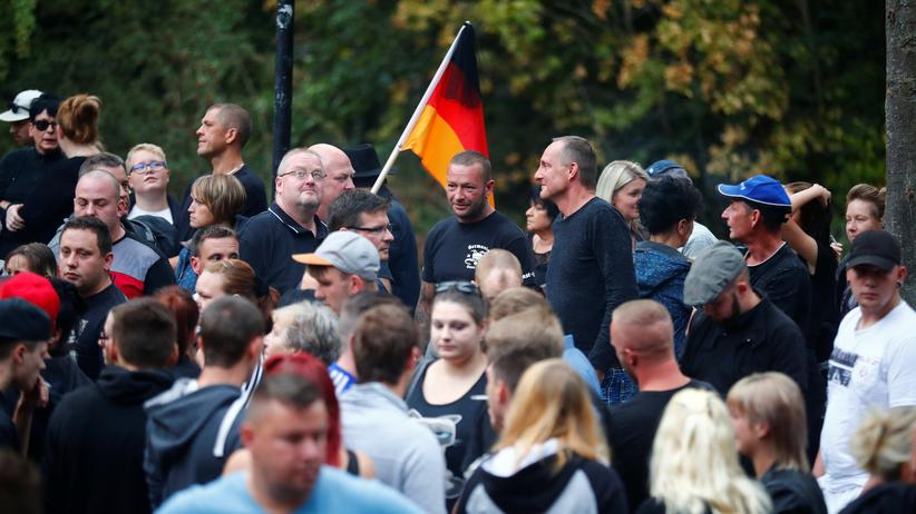Sachsen-Anhalt: Angela Merkel zeigt sich empört über Naziparolen in Köthen