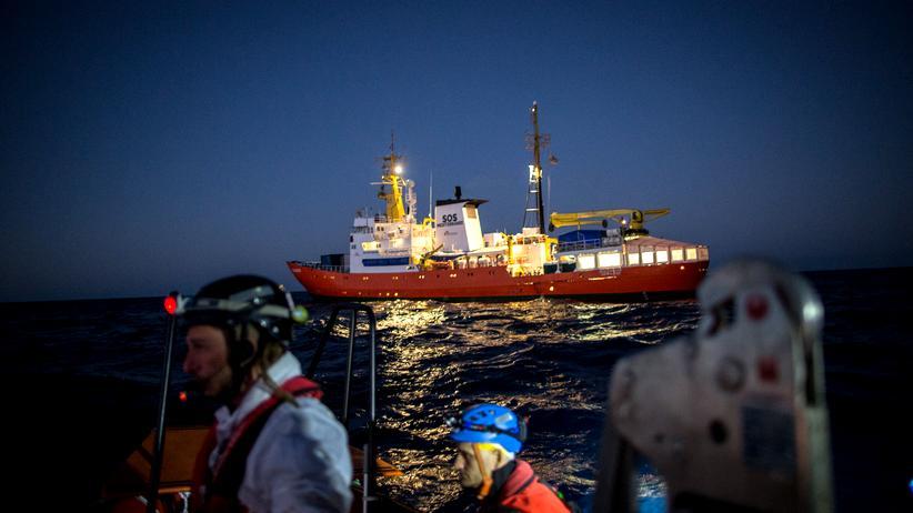 """Seenotrettung: Das Rettungsschiff """"Aquarius"""" hat seine Zulassung verloren."""