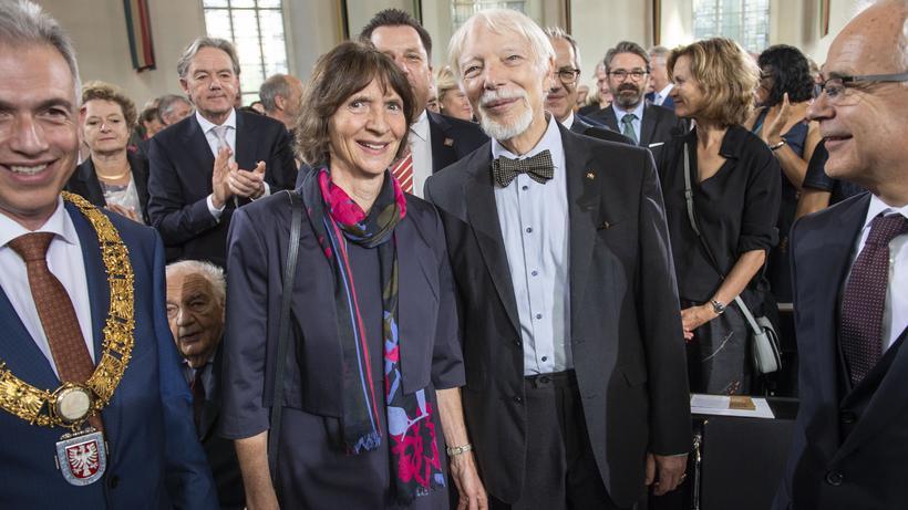 Friedenspreis des Deutschen Buchhandels: Die Kulturwissenschaftlerin Aleida Assmann und der Kulturwissenschaftler Jan Assmann bei der Preisverleihung in der Frankfurter Paulskirche