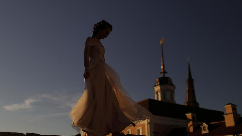 FSB: A girl walks around the Kremlin historic citadel of Tatarstan in Kazan, Russia June 28, 2018. REUTERS/Pilar Olivares - RC11A8990170