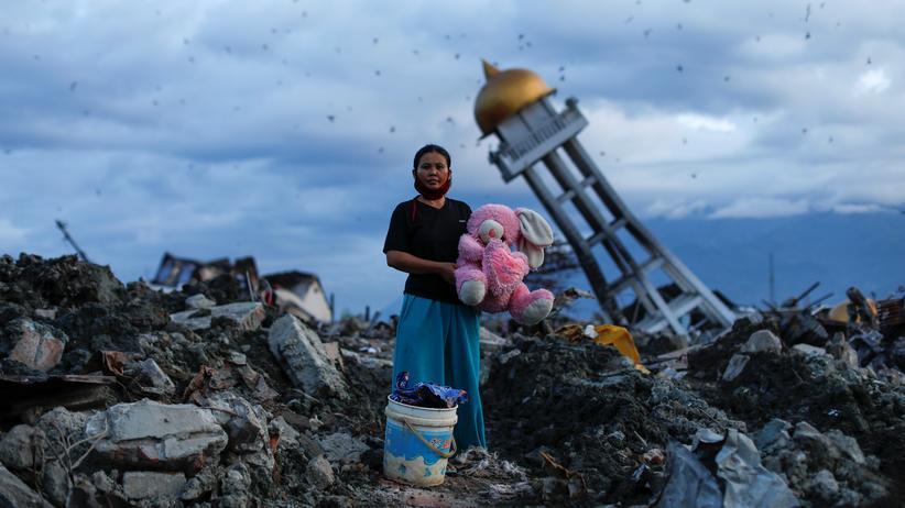 Indonesien: Bislang 2.100 Opfer des Erdbebens geborgen