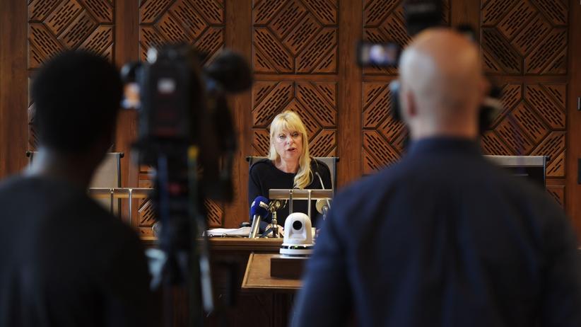 #MeToo: Das Urteil gegen den Ehemann einer Vertreterin der Schwedischen Akademie wird verlesen. Es lautet zwei Jahre Haft wegen Vergewaltigung.