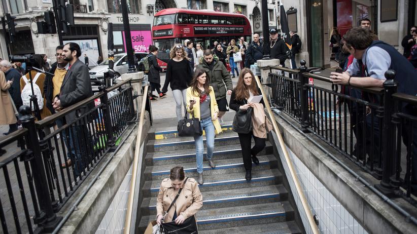 #MeToo: Londonerinnen auf dem Weg zur U-Bahn