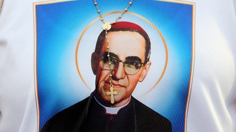 Óscar Romero: Papst spricht ermordeten Erzbischof heilig