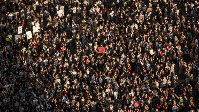 Unteilbar-Demo: Nur ein Ausschnitt: Unteilbar-Demo in Berlin