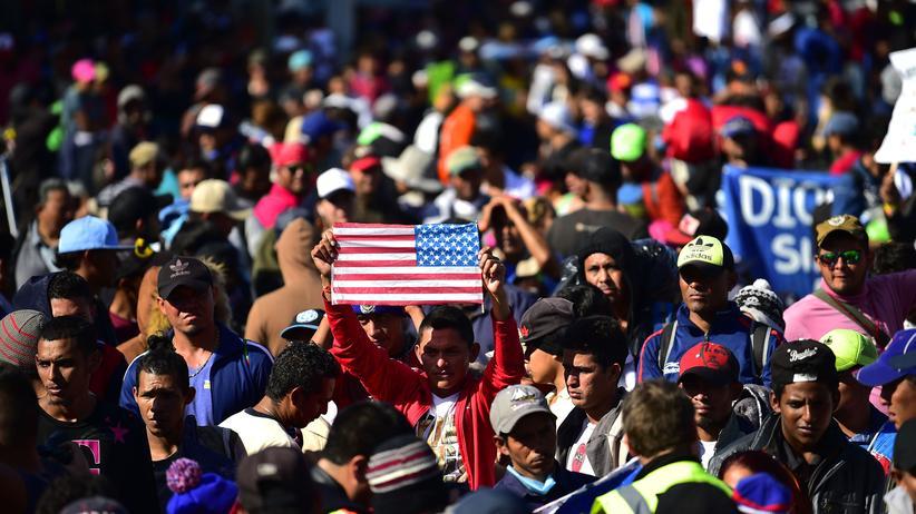 Mexiko: Hunderte Migranten aus Zentralamerika an US-Grenze vorgedrungen