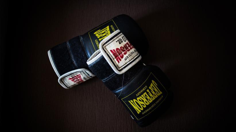 Chronische Schmerzen: Neles Boxhandschuhe