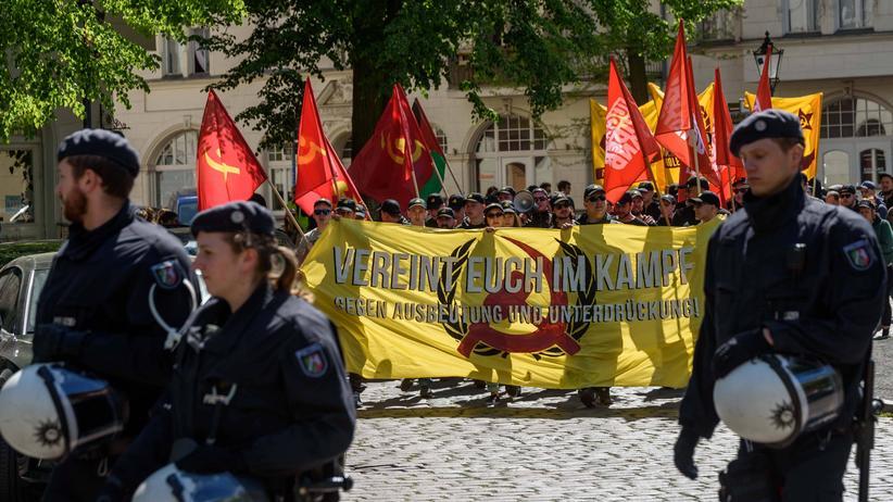 """""""Jugendwiderstand"""": Der Verfassungsschutz stuft die Gruppe Jugendwiderstand als gewaltbereit und antisemitisch ein, der Staatsschutz beim LKA ermittelt."""