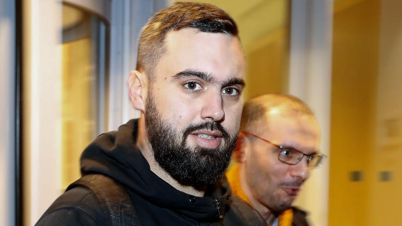 Eric Drouet: Eric Drouet (33) hatte mit Facebook-Posts im November 2018 Zehntausende Follower gewonnen und wiederholt zu Protesten gegen die französische Regierung aufgerufen.