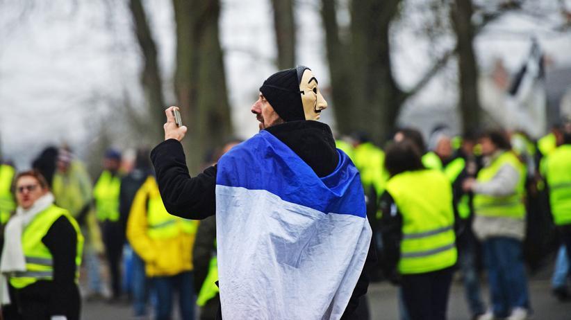 """Demonstration in Frankreich: Mehr als 30.000 bei """"Gelbwesten""""-Demonstration"""