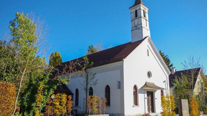 Rechtsextremismus: Braune Geschäfte mit der Kirche