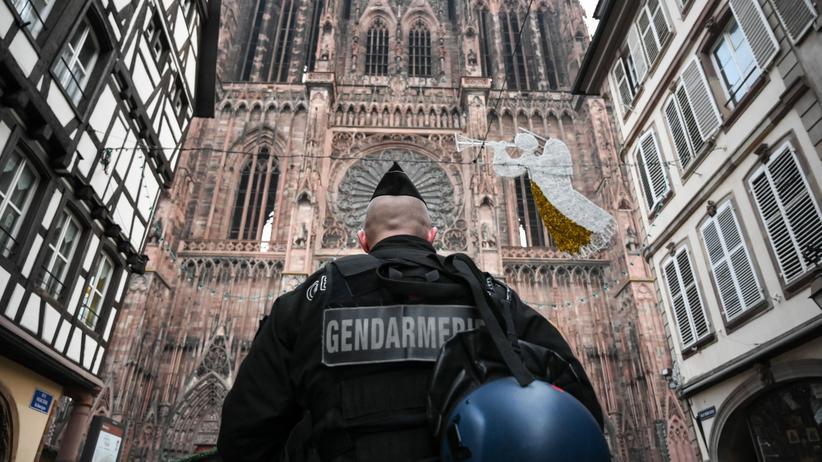Straßburg-Attentat: Ein französischer Polizist am Tag nach dem Terroranschlag in der Straßburger Innenstadt