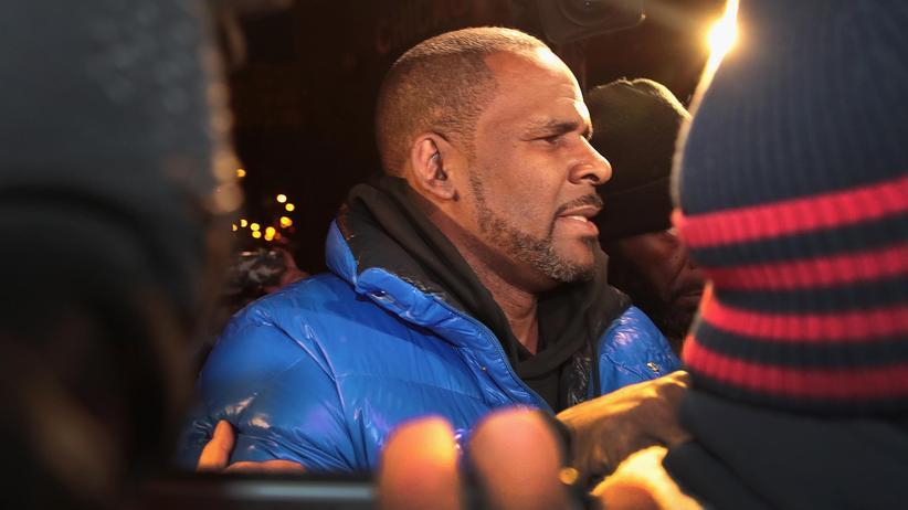 Missbrauchsvorwürfe: US-Sänger R. Kelly in Polizeigewahrsam