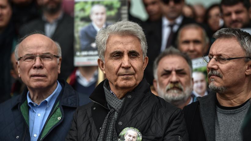 """Türkei: """"Cumhuriyet""""-Journalisten müssen in Haft"""