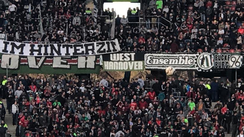 Rechtsextreme Fußballfans: Rechtsruck in der Nordkurve