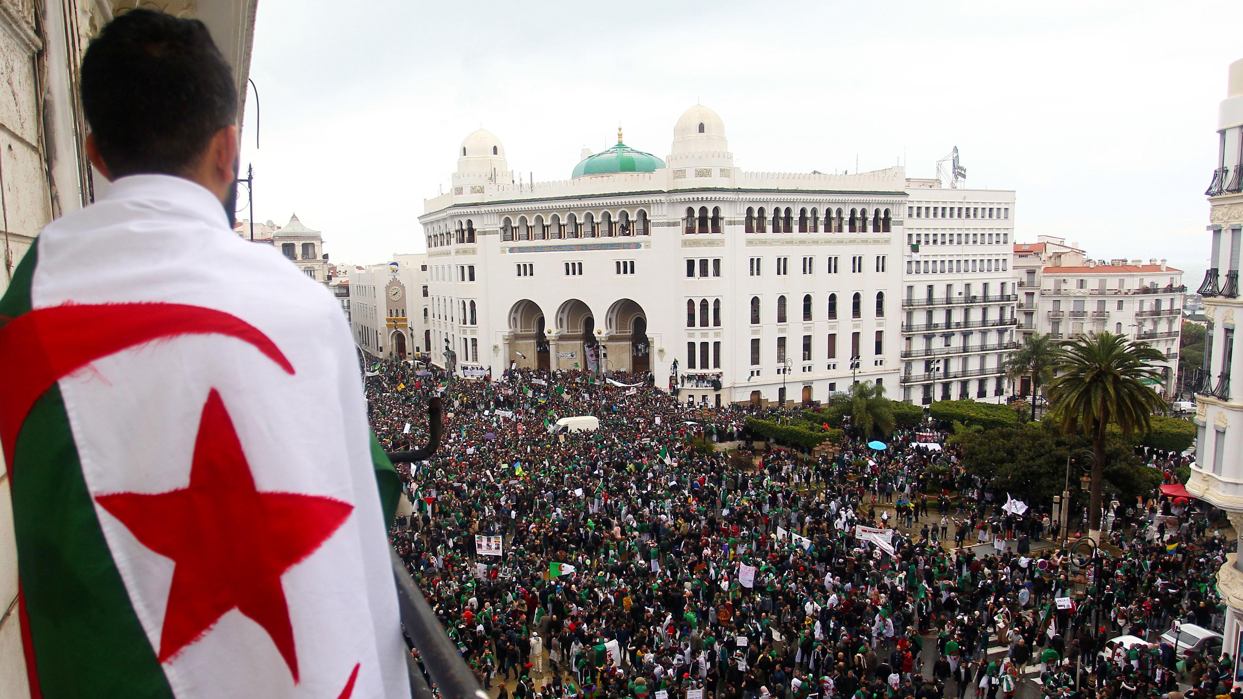 Tausende demonstrieren gegen Abdelaziz Bouteflika