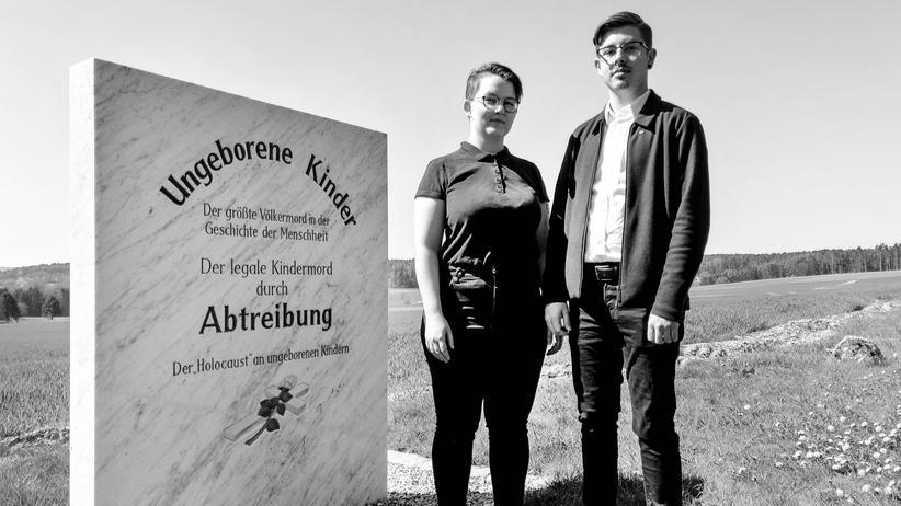 Abtreibungsgegner: Die Politiker Eva Kappl und Marius Brey haben Franz Graf wegen Volksverhetzung verklagt. Er verharmlose den Holocaust.