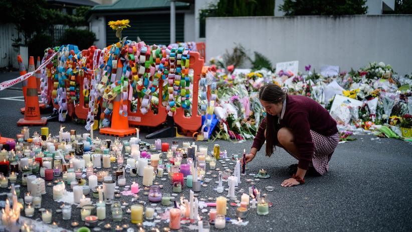 Neuseeland: Blumen und Kerzen erinnern in Christchurch an die Opfer, die bei dem Attentat getötet wurden.