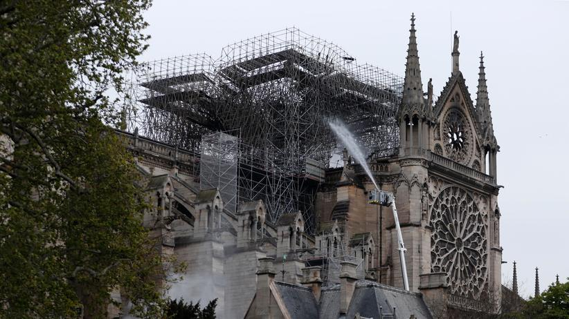 Notre-Dame: Rauchschwaden vor dem Altar