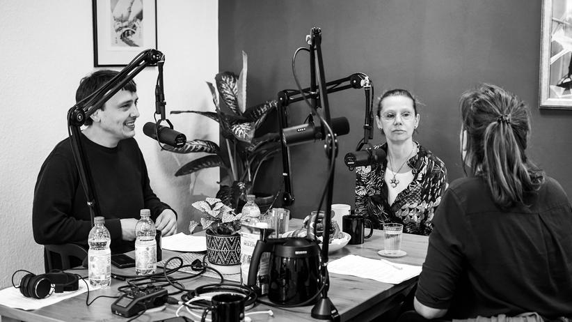 Punk in der DDR: Jana Schlosser stellt sich fast drei Stunden lang den Fragen von Valerie Schönian und Michael Schlieben.
