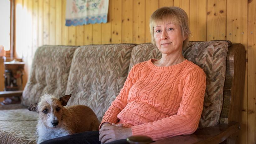 """Tschechien: Iris Gutmann zuhause in Sebnitz. Sie gibt ehrenamtlich Sprachunterricht für Flüchtlingsfrauen und nennt Europa eine """"Insel der Seligen""""."""