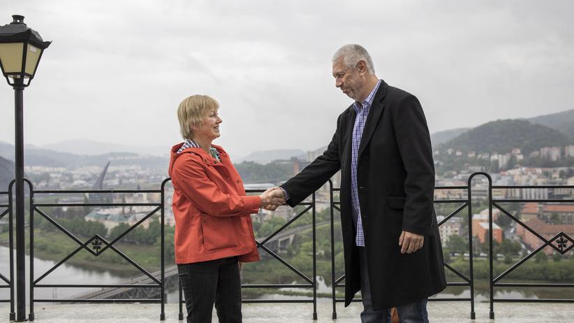 Tschechien: Gute Aussichten. Gutmann und Hepner trafen sich in einem Schlosshotel über der Stadt Usti nad Labem.