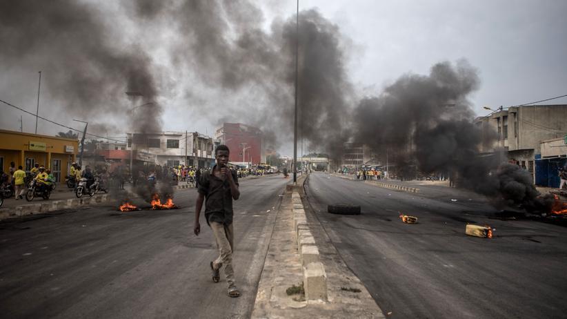 Benin: Demonstranten der Opposition blockierten nach der Wahl in Benin mehrere Straßen (Foto); bei Auseinandersetzungen sechs Wochen später gab es Tote.