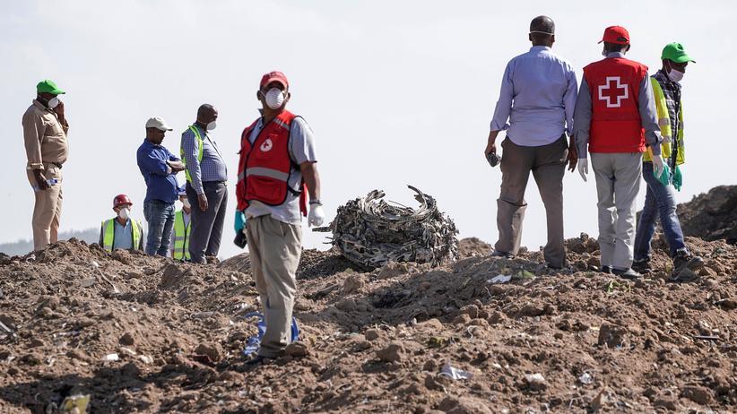 737 Max: Untersuchung am Unglücksort in Äthiopien im März 2019: Trümmer der abgestürzten Boeing 737 MAX