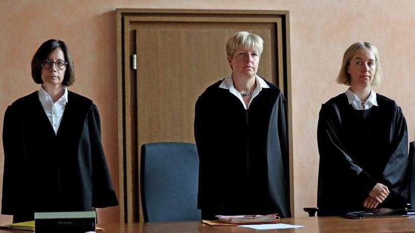 Sexueller Missbrauch: Angeklagter im Fall Lügde zu Bewährungsstrafe verurteilt