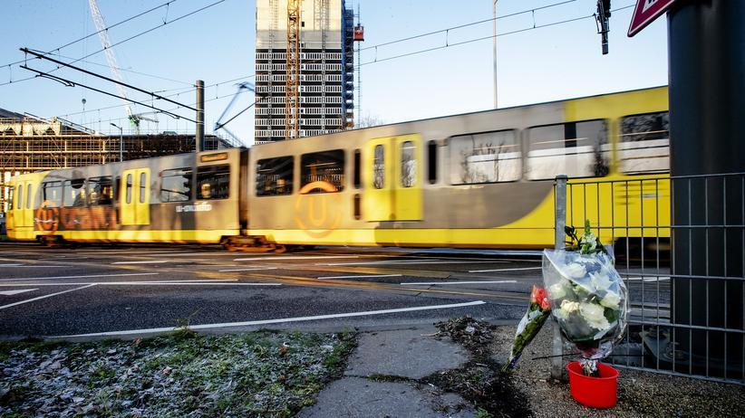 Niederlande: Blumen gedenken der Opfer des Attentat in Utrecht. (Archivaufnahme vom 19. März 2019)