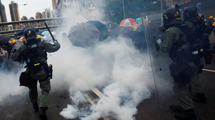 Proteste in Hongkong: Tausende Hongkonger demonstrieren trotz Polizeiverbot