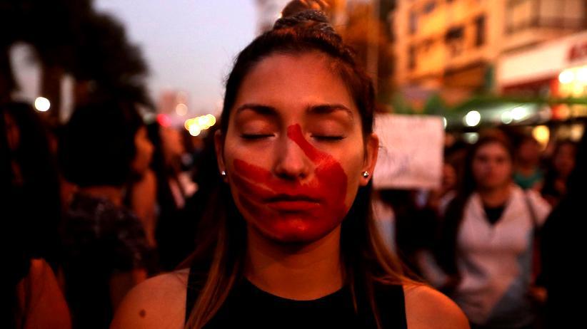 UN-Bericht: Frauen protestieren in Santiago de Chile gegen geschlechtsspezifische Gewalt. (Mai 2018)