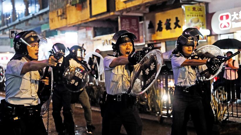 Hongkong: Polizei gibt bei Zusammenstoß mit Demonstrierenden Warnschuss ab