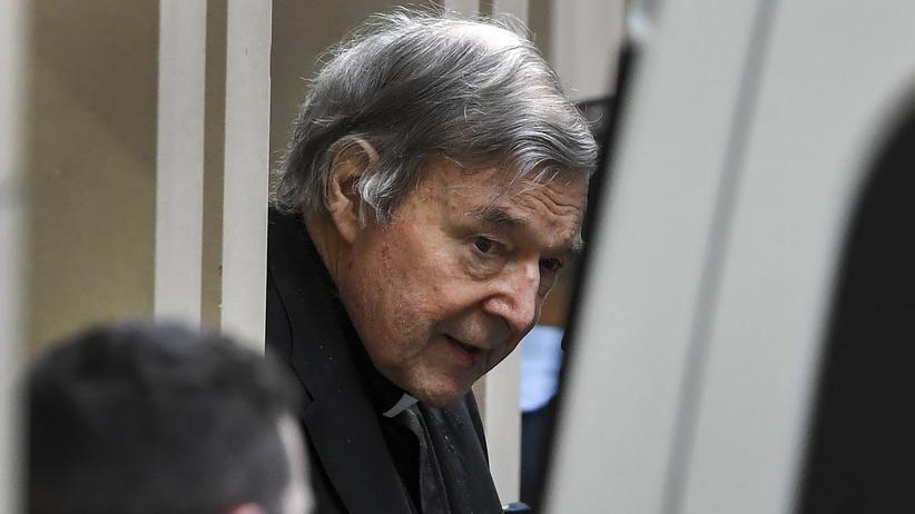 Kardinal George Pell: Vatikans ehemaliger Finanzchef bleibt in Haft