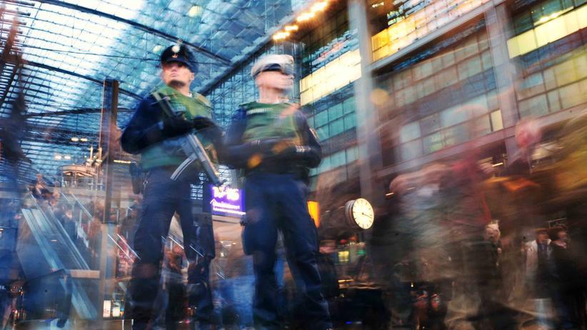 Polizeipräsenz: Bundespolizei will mehr Beamte an Bahnhöfen einsetzen