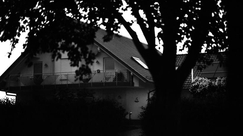 Hass im Internet: Das Haus des ermordetem Regierungspräsidenten Walter Lübcke. Lübcke war seit Jahren Hasskommentaren ausgesetzt.